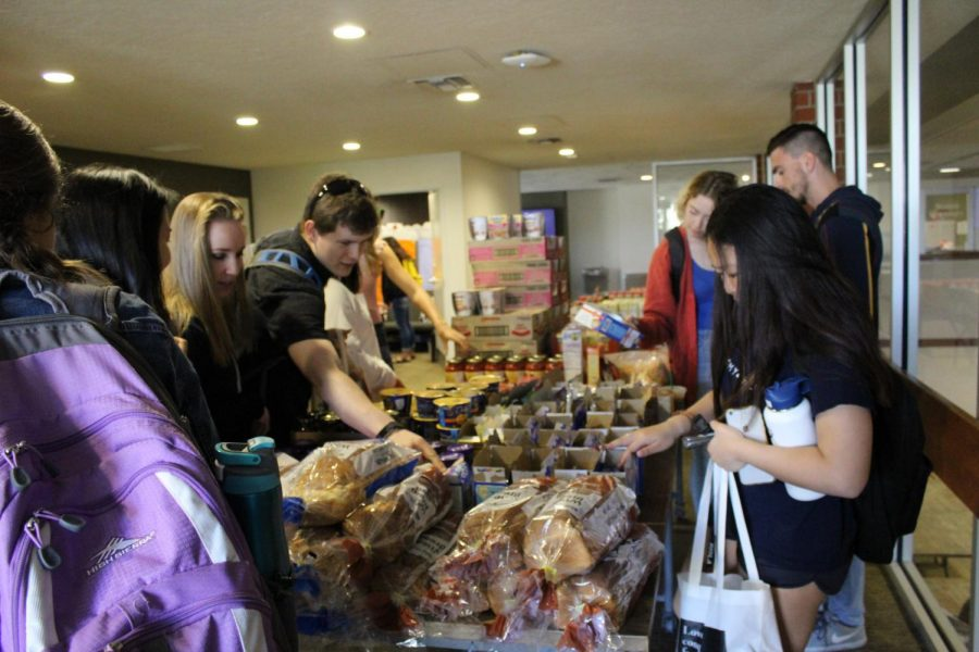 Biola+Shares%E2%80%99+Pop-Up+Pantry+provides+students+in+need+with+food