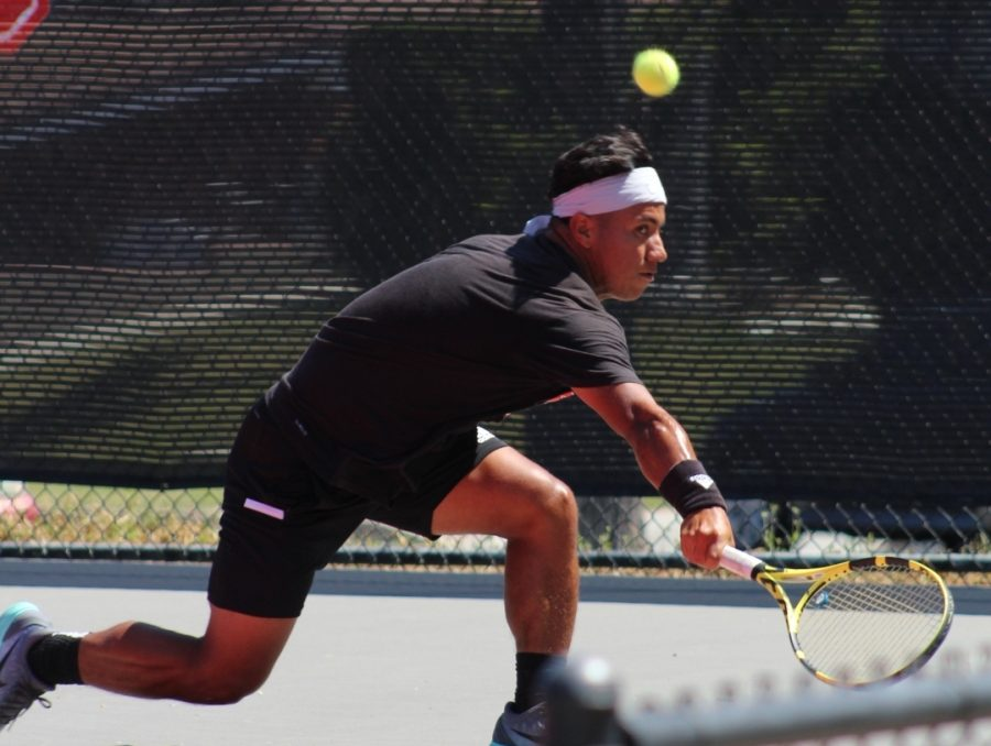 Men's tennis serves Holy Names a loss