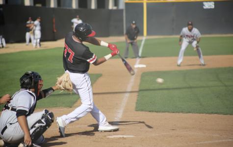 Baseball flexes dominant hitters over Hilo