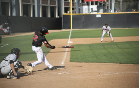 Baseball beats Hilo in thrilling fashion