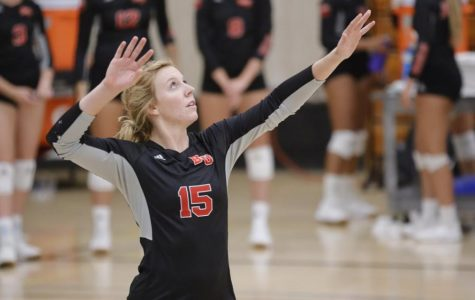 Volleyball defeats Holy Names University