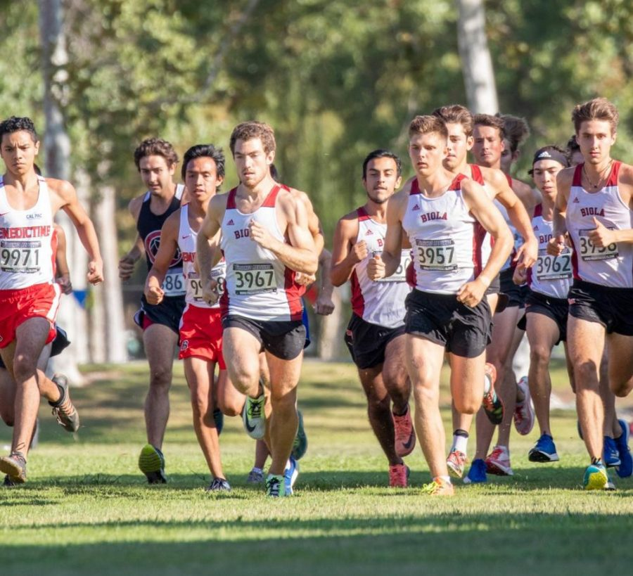 Mens Cross Country team begins their race.