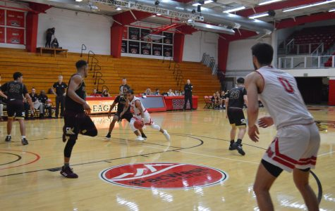 Men's basketball extends four-game winning streak against Sant Katherine