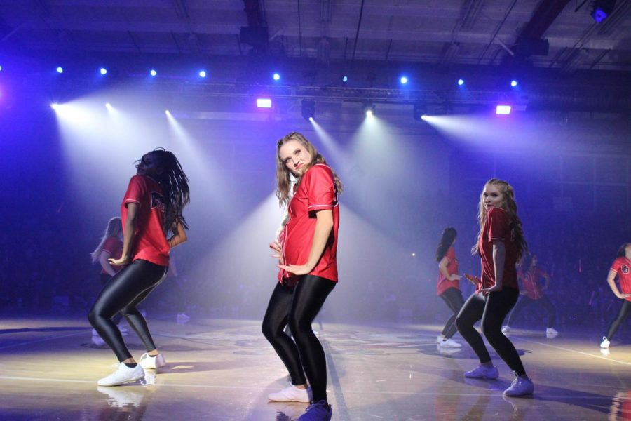 Biola+dance+team+during+their+performance+at+Midnight+Madness+2019.