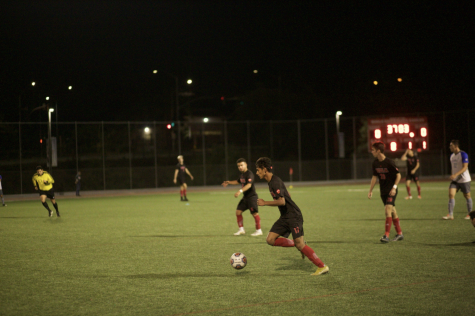 Sophomore Oscar Rubalcava dribbles the ball down the field.