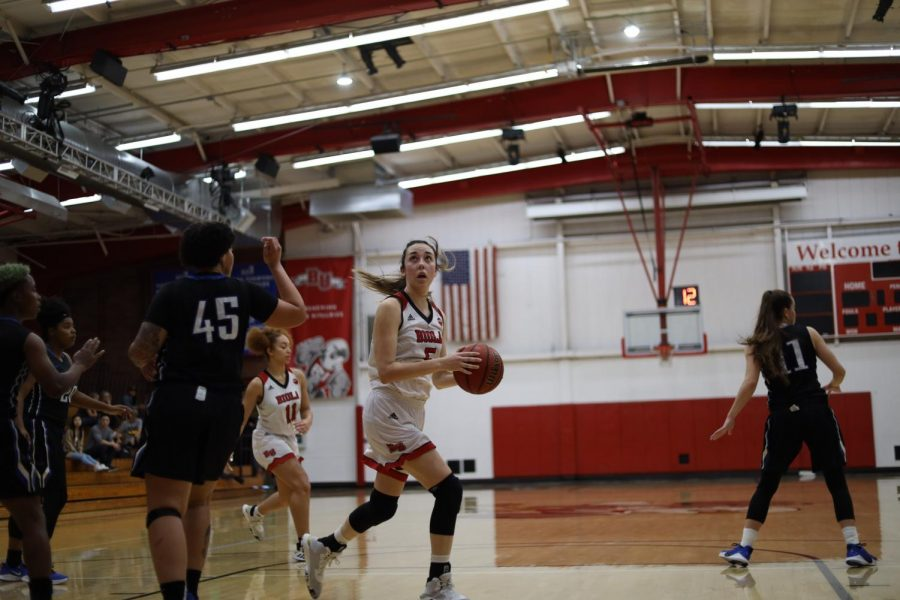 Women's basketball blows out Dominican, 84-53