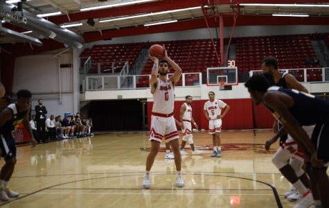 Men's basketball wins thriller against Dominican, 65-64