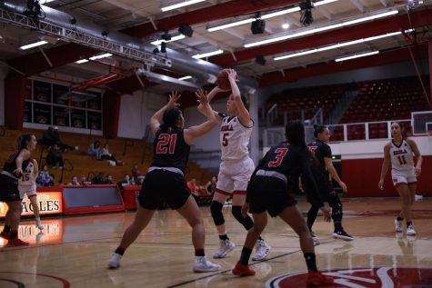 Women's basketball falls short against Hawaii Pacific