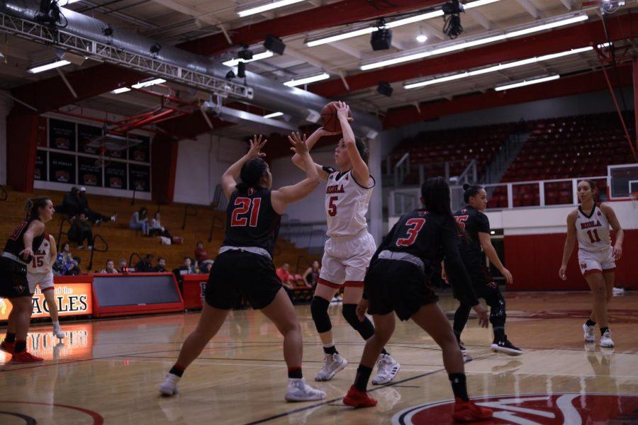 Women%E2%80%99s+basketball+takes+first+loss+in+PacWest+play+to+PLNU
