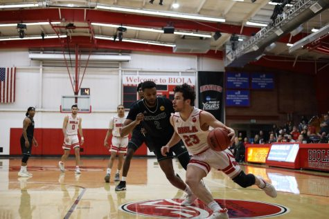 Men's basketball prevails in last game of season