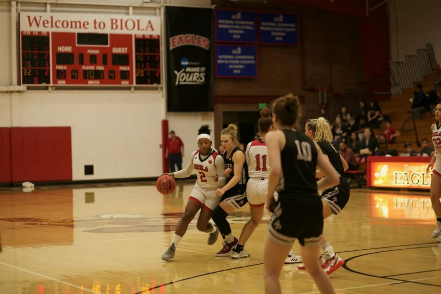 Senior guard Jelissa Puckett dribbles the ball around her opponent.