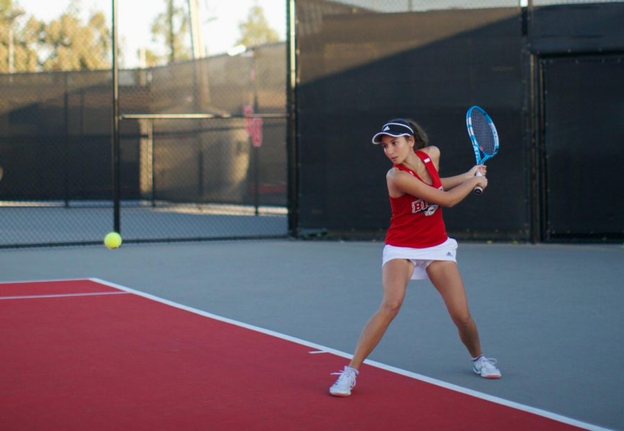 Women's tennis bounces back in win over Lewis and Clark