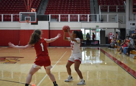 Women's basketball destroys Holy Names