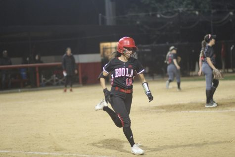 Biola softball wins second doubleheader in Hawaii