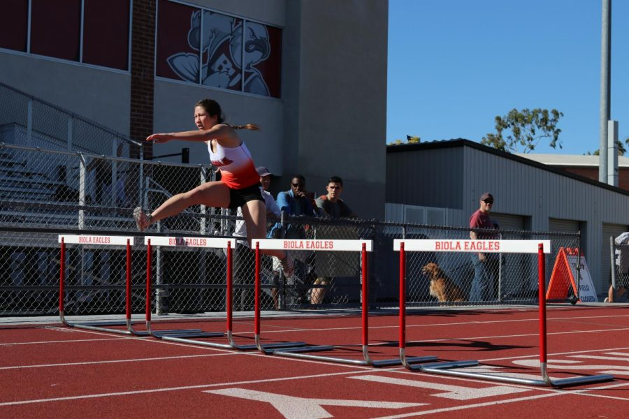 Men and women's track and field compete at the Sunshine Open