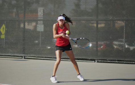 Women's tennis wins fourth in a row
