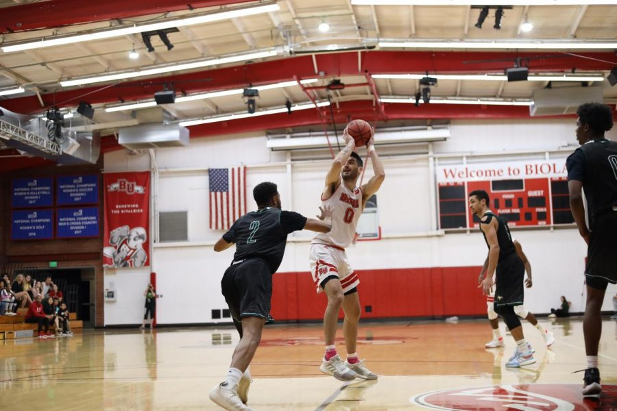 Men's basketball defeats PLNU