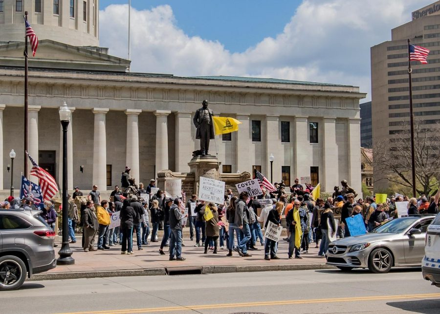 1599px-Columbus_coronavirus_protests_at_the_Ohio_Statehouse,_2020-04-18j
