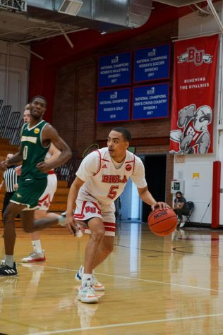 Men's basketball sweeps CUI
