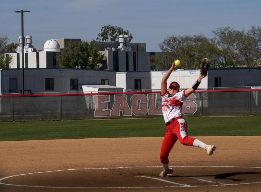 #14 pitcher Paige Austin bringing the heat against HIU.