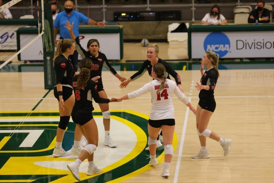 Volleyball starts a win streak