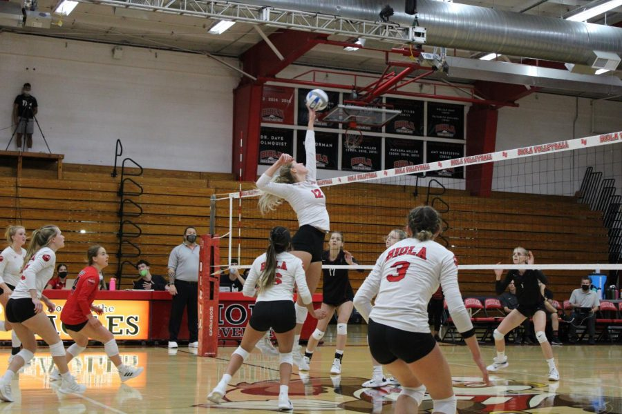 Volleyball suffers a loss against APU